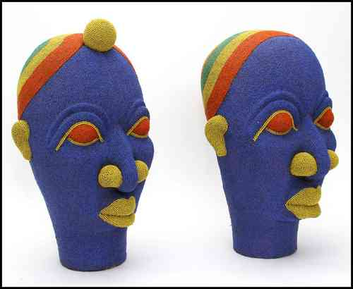 Sculptured african heads XL (price on demand/ measurement cargo)